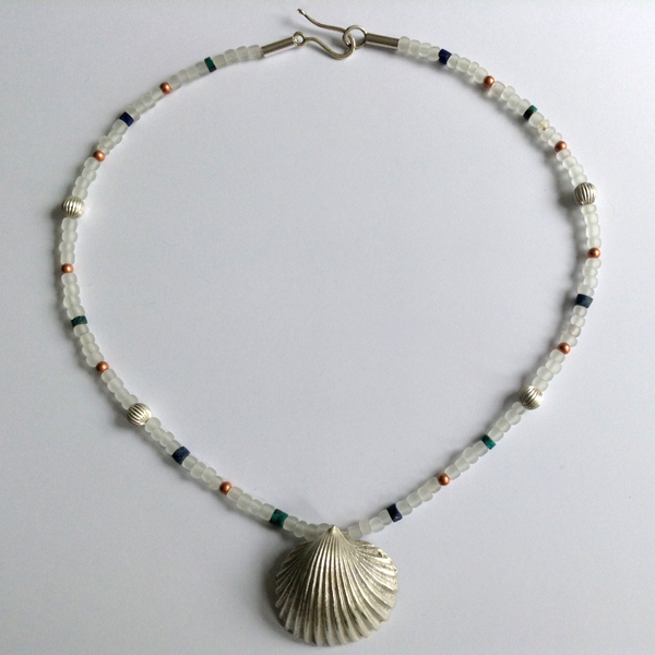 Single shell necklace